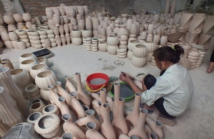 One day cycling to Bat Trang pottery village